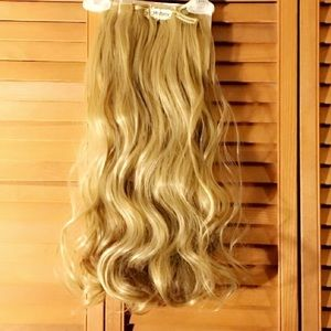 BRAND NEW 8pc ASH BLONDE HAIR EXTENSIONS